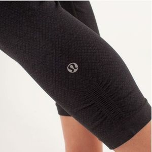 Lululemon Ebb And Flow Crop II Size 10 Tight Coal